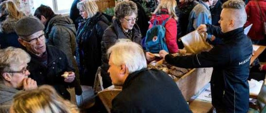 Tusentals besökare kom till Belganet under lördagen. Hantverkare och företagare visade sina produkter när hela byn höll öppet hus. FOTO: STAFFAN LINDBOM